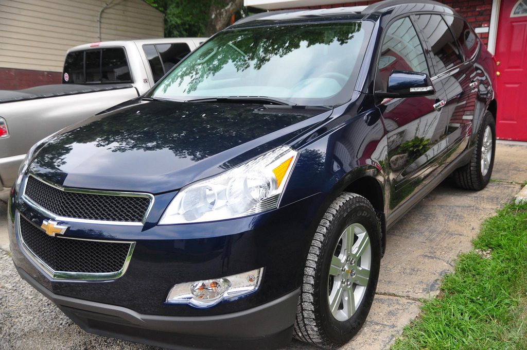 Drivers side front quarter view of the Chevrolet Traverse.